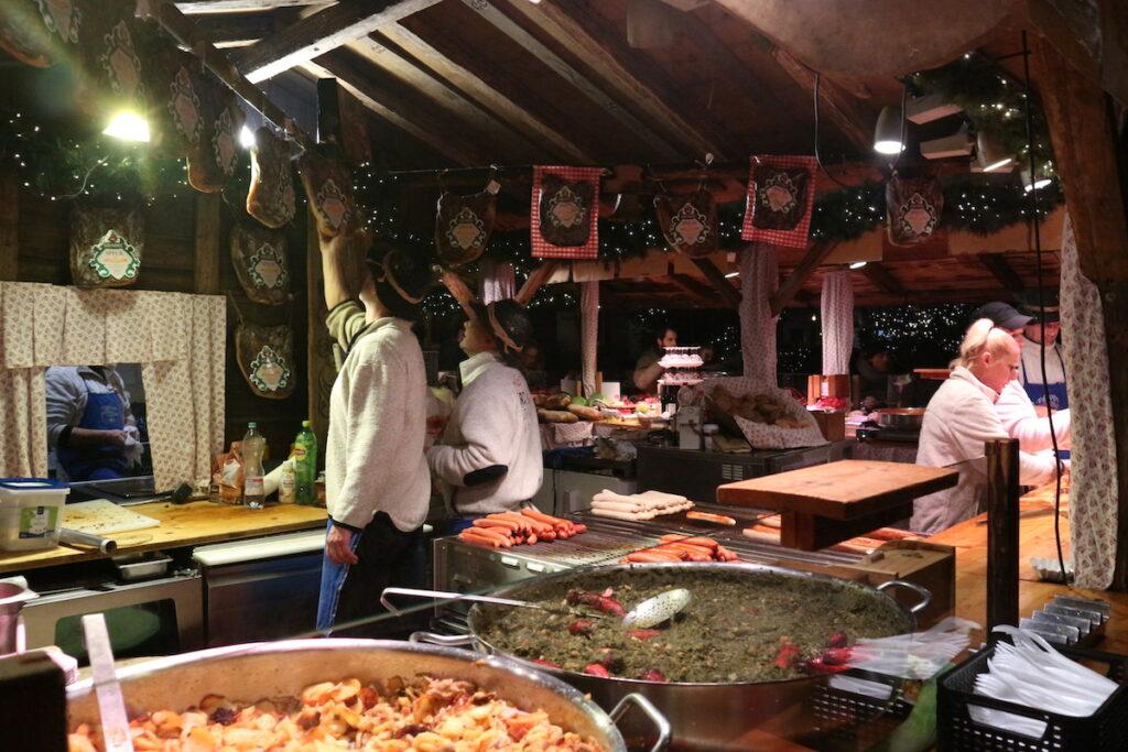 Kerstmarkt keulen eten en gluhwein heumarkt