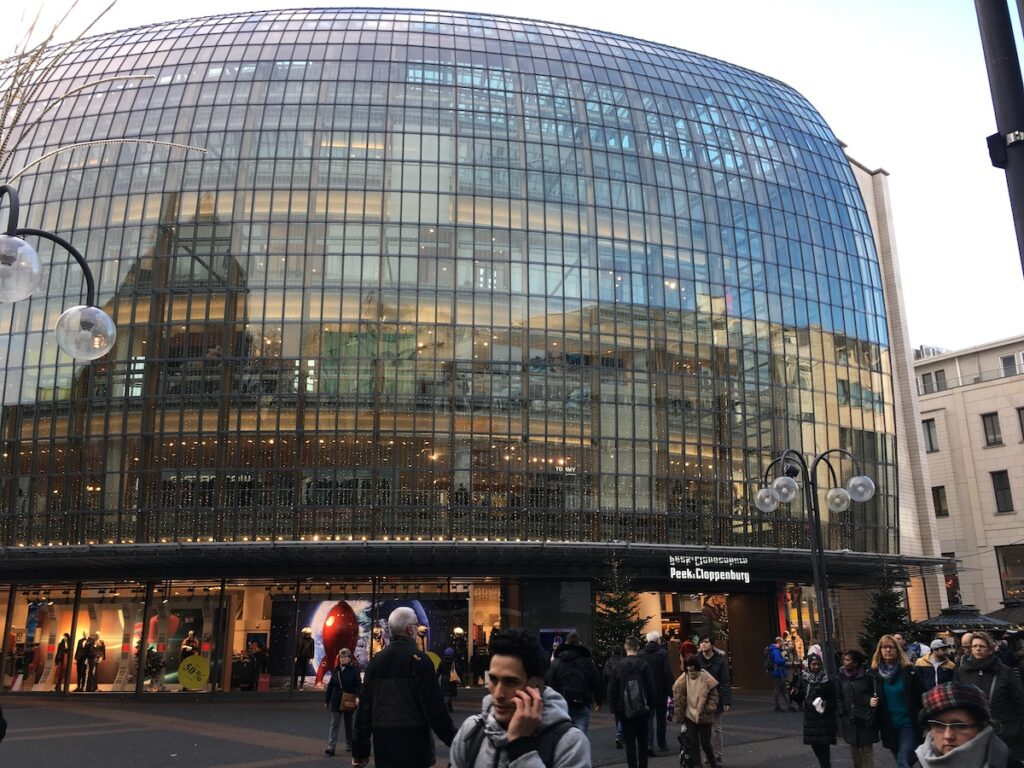 Winkelen in Keulen bij de grootste Peek en Cloppenburg